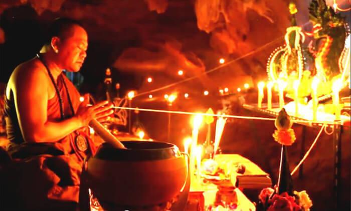 Leklai KAEW - Le Pietre Raccolte con i Più Antichi Rituali Esoterici.
